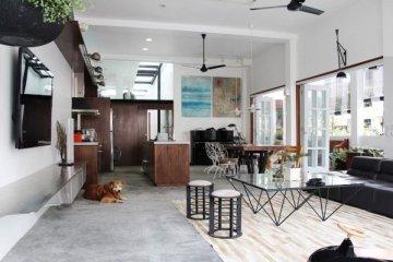 ปรับปรุงทาวน์เฮาส์เก่า 60ปี เป็นบ้านสมัยใหม่ พื้นคอนกรีต สว่าง โปร่ง โล่ง