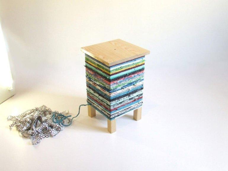 เปลี่ยนเก้าอี้ไม้ธรรมดาๆ เป็นโต๊ะเข้ามุมสีสันสดใส ด้วยถุงพลาสติกถักโครเชต์ 13 - plastic bag