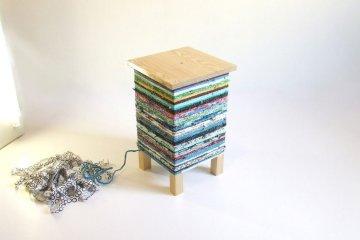เปลี่ยนเก้าอี้ไม้ธรรมดาๆ เป็นโต๊ะเข้ามุมสีสันสดใส ด้วยถุงพลาสติกถักโครเชต์ 5 - plastic bag