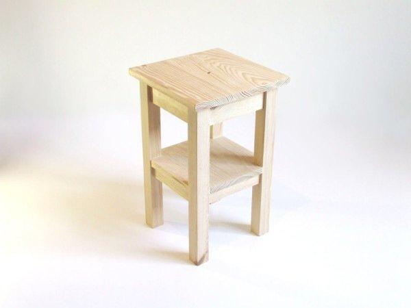 IMG 7576 เปลี่ยนเก้าอี้ไม้ธรรมดาๆ เป็นโต๊ะเข้ามุมสีสันสดใส ด้วยถุงพลาสติกถักโครเชต์