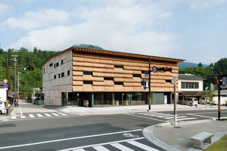 ซุปเปอร์มาร์เก็ตและบูติกโฮเต็ลที่ห่อหุ้มด้วยกองฟาง 13 - Architecture