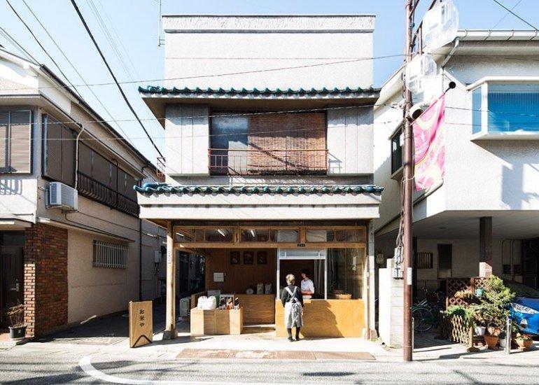 ปรับปรุงร้านชำเก่าให้ดูดีได้ง่ายๆด้วยกล่องและชั้นไม้อัด 13 - Japan