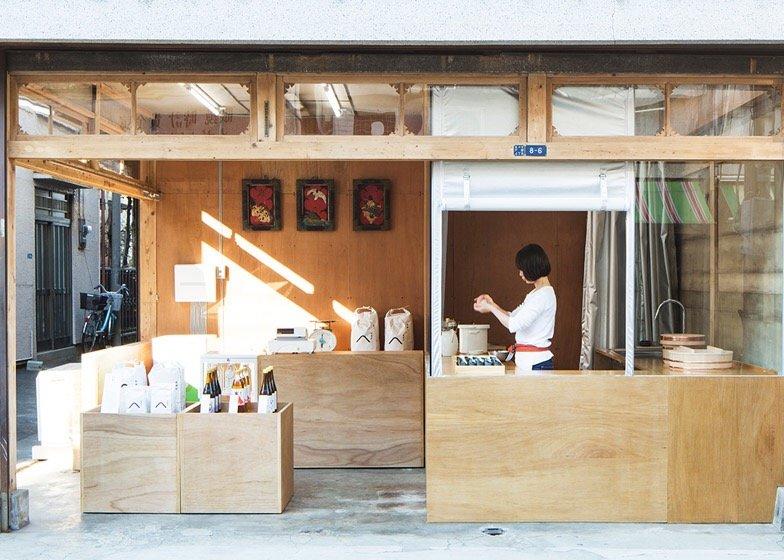 IMG 0764 ปรับปรุงร้านชำเก่าให้ดูดีได้ง่ายๆด้วยกล่องและชั้นไม้อัด