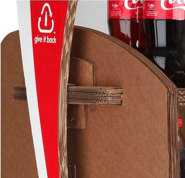 Coca-Cola's Green Marketing : ชั้นดิสเพลย์สินค้าจากกล่องใช้แล้ว 15 - Coca-Cola