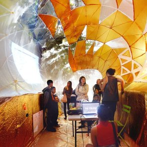 Classroom For Urban Education ถังขยะเหล็กขนาดใหญ่ในพื้นที่สาธารณะกลายเป็นห้องเรียนในเมือง 21 - Architecture