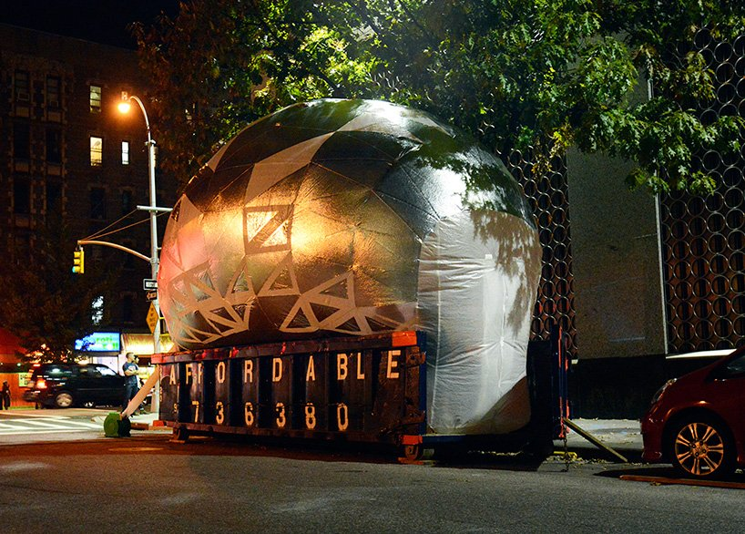 inflatable-classroom-NYC-dumpster-designboom-12
