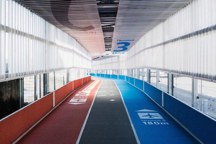 สนามบินNaritaในโตเกียว เปลี่ยนทางเลื่อนเป็นลู่วิ่งเพื่อต้อนรับโอลิมปิค2020 21 - airport