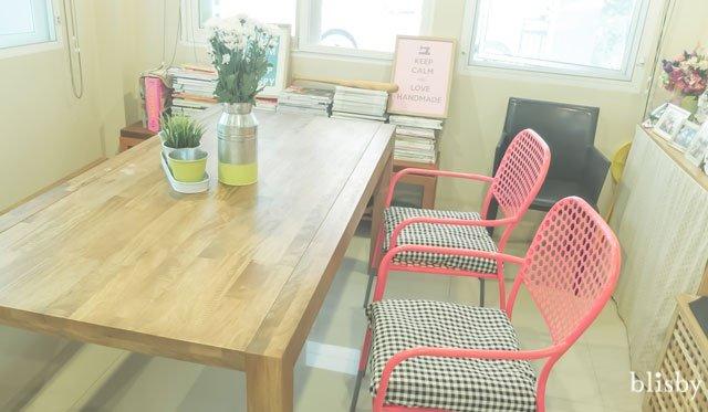 DIY : เปลี่ยนห้องทานข้าวทึมทึบให้สดใส ด้วยการแปลงโฉมเก้าอี้ตัวเก่า 13 - สีทาเหล็ก