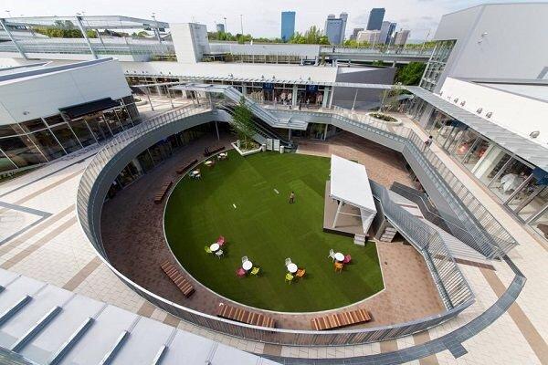 ประสบการณ์ใหม่ของคอมมูนิตี้มอลล์ เปลี่ยนดาดฟ้าเป็นลู่วิ่ง สนามบอลล์ 15 - Japan