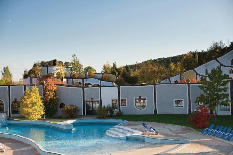 rogner-bad-blumau-spa-hotel-friedensreich-hundertwasser-austria-designboom-08