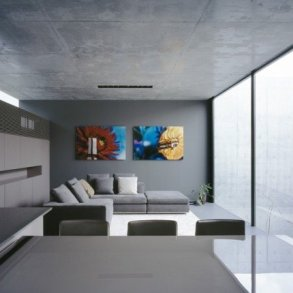 บ้านคอนกรีต สีเทาเรียบง่าย ที่ทำให้งานศิลปะโดดเด่น งดงาม 25 - Japan