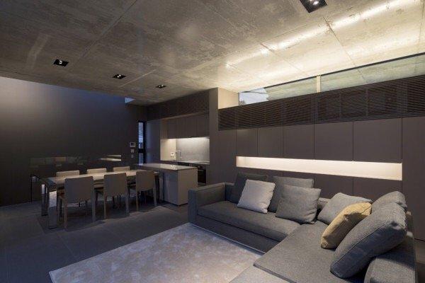 บ้านคอนกรีต สีเทาเรียบง่าย ที่ทำให้งานศิลปะโดดเด่น งดงาม 20 - Japan