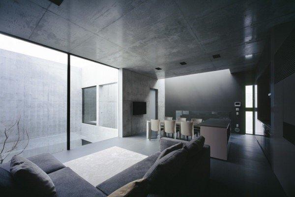 IMG 6551 บ้านคอนกรีต สีเทาเรียบง่าย ที่ทำให้งานศิลปะโดดเด่น งดงาม