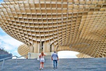 Metropol Parasol สถาปัตยกรรมโครงสร้างไม้ที่ใหญ่ที่สุดในโลก