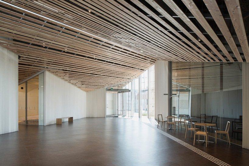 kengo-kuma-community-center-towada-city-plaza-aomori-designboom-03