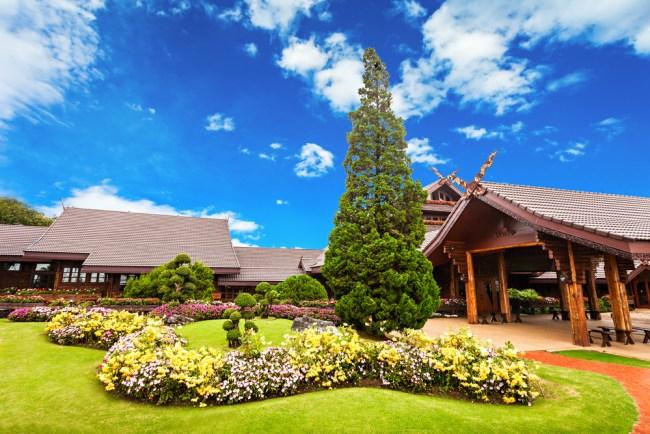 "doi tung palace 750x500 จับตา ""เที่ยววิถีไทย"" และ ""เที่ยวตามรอยพระบาท"" เทรนด์มาแรงประจำปี 2560"