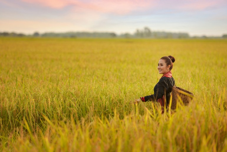 girl-travel-rice-paddy
