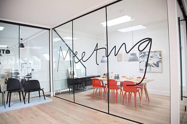 12 เทคนิคตกแต่งออฟฟิศเล็กให้ดูใหญ่ ถูกใจ SME และ home office 43 - Co-Working Space