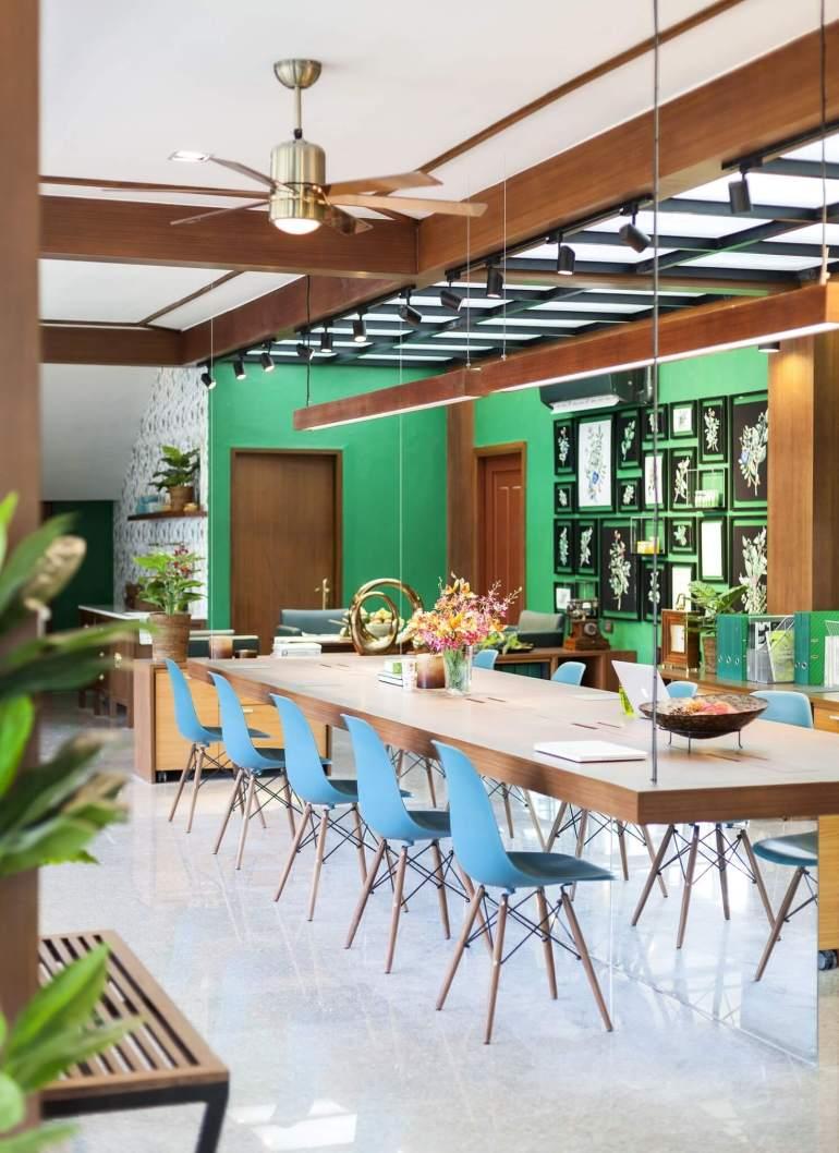 """รีโนเวทตึกแถวเก่าเป็นออฟฟิศผลิตภัณฑ์สมุนไพรสไตล์วังเก่าภายใต้แนวคิด """"โมเดิร์นสามพราน"""" 30 -"""
