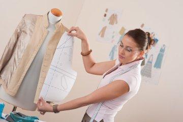 ก้าวสู่การเป็นนักออกแบบเสื้อผ้าแฟชั่นมืออาชีพ
