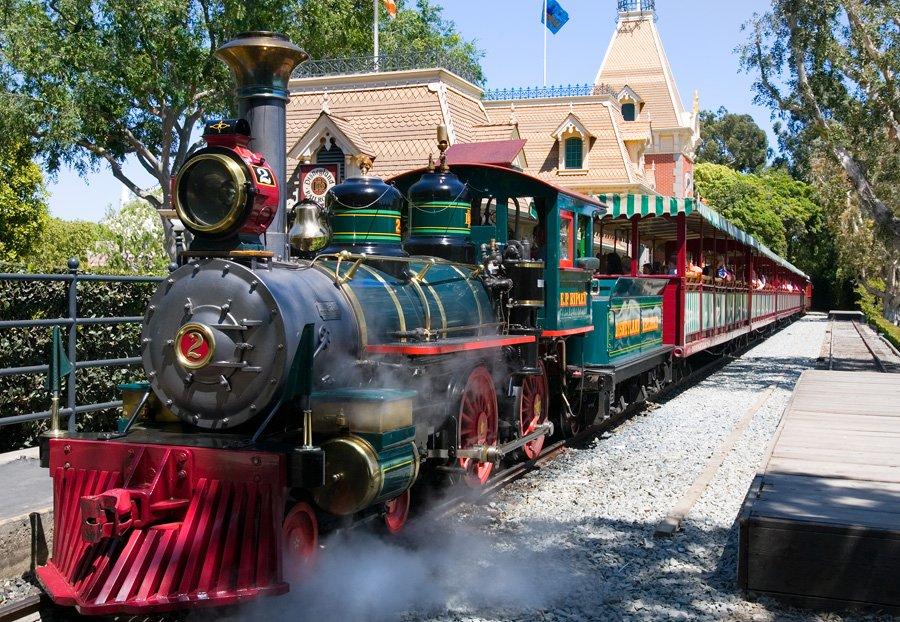 """ความเป็นมาของ """"สวนสนุกดีสนีย์แลนด์"""" สวนสนุกที่ความสนุกไม่มีวันเสร็จสิ้น 21 - Disney"""