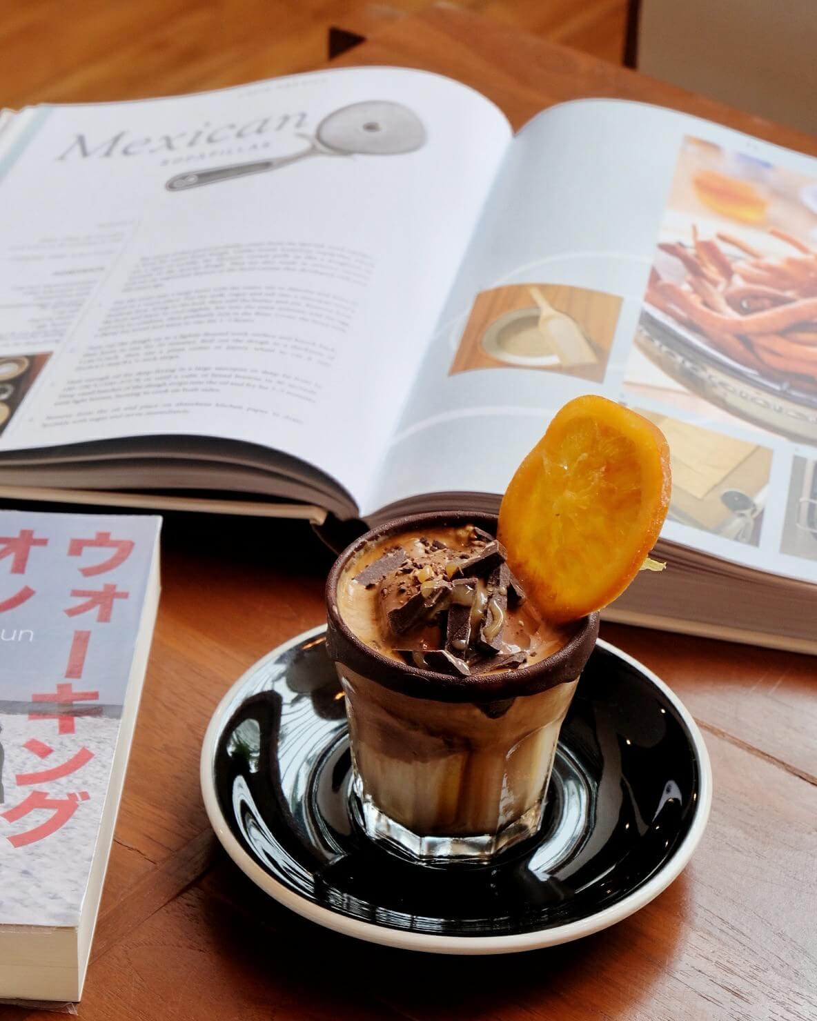 10 ร้านกาแฟ ทองหล่อ - เอกมัย เครื่องดื่มเด็ด บรรยากาศดี 61 - Ananda Development (อนันดา ดีเวลลอปเม้นท์)