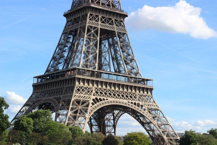 Eiffel3 750x500 หอไอเฟล งานสถาปัตย์จากโครงเหล็ก กลางกรุงปารีส