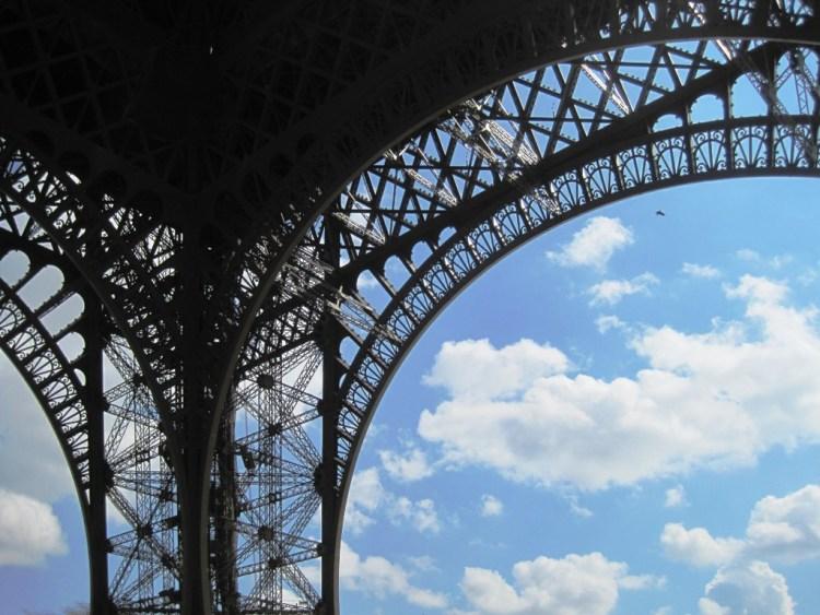 IMG 1243 750x563 หอไอเฟล งานสถาปัตย์จากโครงเหล็ก กลางกรุงปารีส