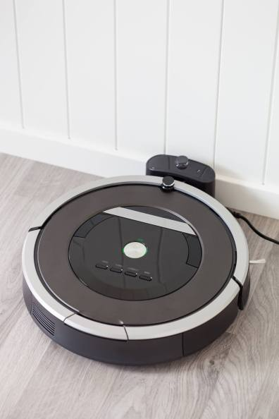 robotic-vacuum-cleaner-charging-battery-smart-PMY6E4C