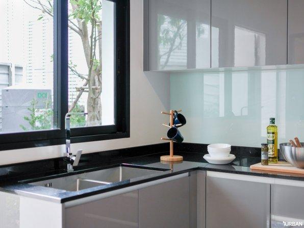 ห้องครัวบ้าน AI-CON หน้าต่างและช่องลมระบายอากาศ