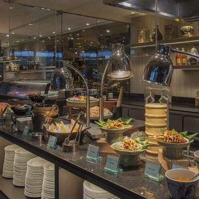 ลิ้มลองบุฟเฟ่ต์นานาชาติมื้อค่ำ ณ ห้องอาหารริเวอร์บาร์จ โรงแรมชาเทรียม ริเวอร์ไซด์ กรุงเทพฯ 15 -