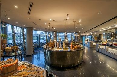 เต็มอิ่มกับบุฟเฟ่ต์นานาชาติมื้อค่ำ ณ ห้องอาหารริเวอร์บาร์จ โรงแรมชาเทรียม ริเวอร์ไซด์ กรุงเทพฯ 13 -