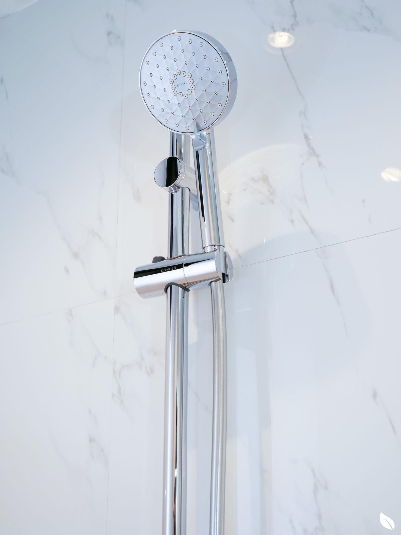 """4 ขั้นตอน """"รีโนเวทห้องน้ำขนาดเล็ก"""" ให้สวยใหม่ จบงานไวใน 2 วัน แบบปูกระเบื้องทับ ไม่ต้องรื้อ 68 - bathroom"""