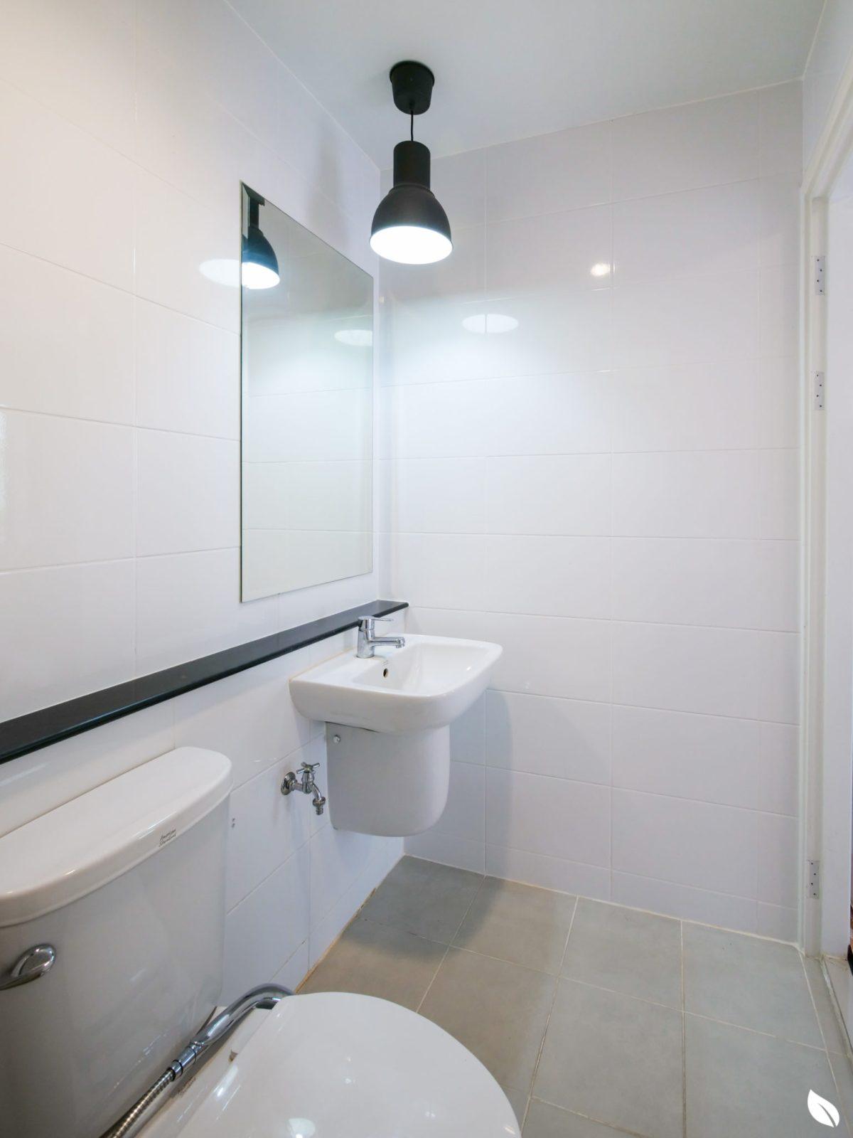 """4 ขั้นตอน """"รีโนเวทห้องน้ำขนาดเล็ก"""" ให้สวยใหม่ จบงานไวใน 2 วัน แบบปูกระเบื้องทับ ไม่ต้องรื้อ 14 - bathroom"""