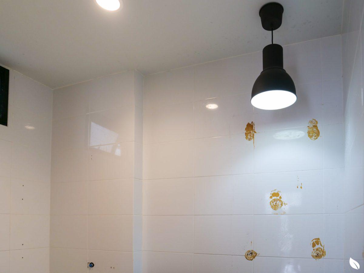 """4 ขั้นตอน """"รีโนเวทห้องน้ำขนาดเล็ก"""" ให้สวยใหม่ จบงานไวใน 2 วัน แบบปูกระเบื้องทับ ไม่ต้องรื้อ 28 - bathroom"""