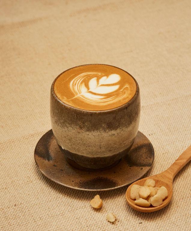 """""""คาเฟ่ ดอยตุง"""" สาขาศิริราช ส่งกำลังใจให้ชาวไทยและทีมแพทย์ มอบแก้วพิเศษ ในราคาพิเศษ เริ่มแล้ววันนี้! 14 - Café DoiTung"""
