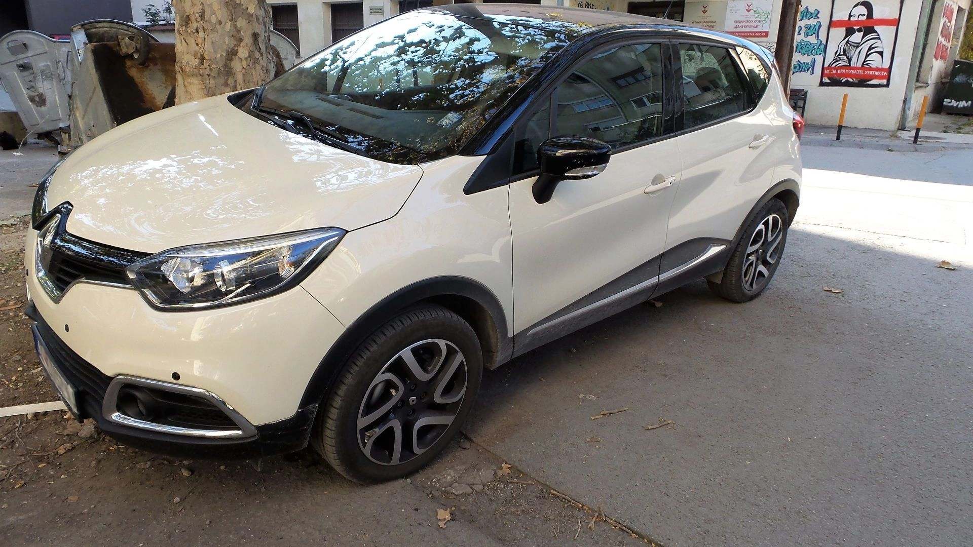 Side view from driver side Captur