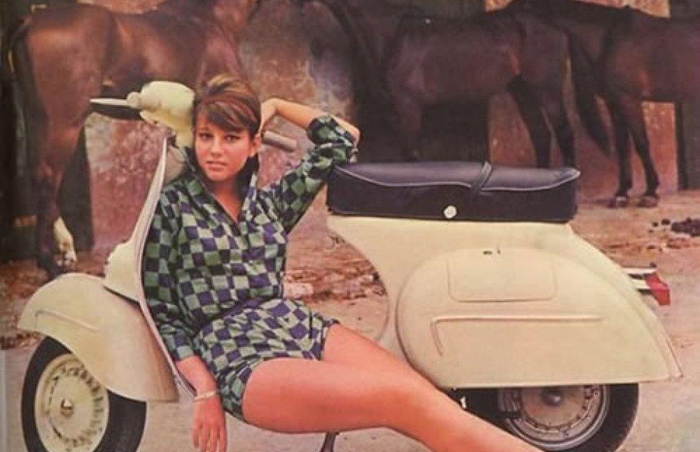 1964 Stefanie_Sandrelli-ivespa-calender-pinup-girl