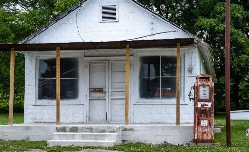 vecchia pompa di benzina lungo la Natchez Trace