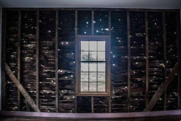 la parete della casa dei Carter dopo la battaglia di Franklin