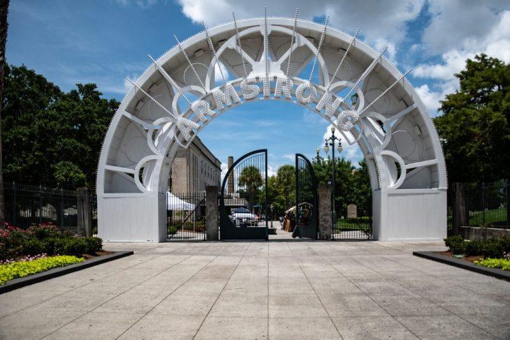 l'arco di entrata del Parco intitolato a Louis Armostrong