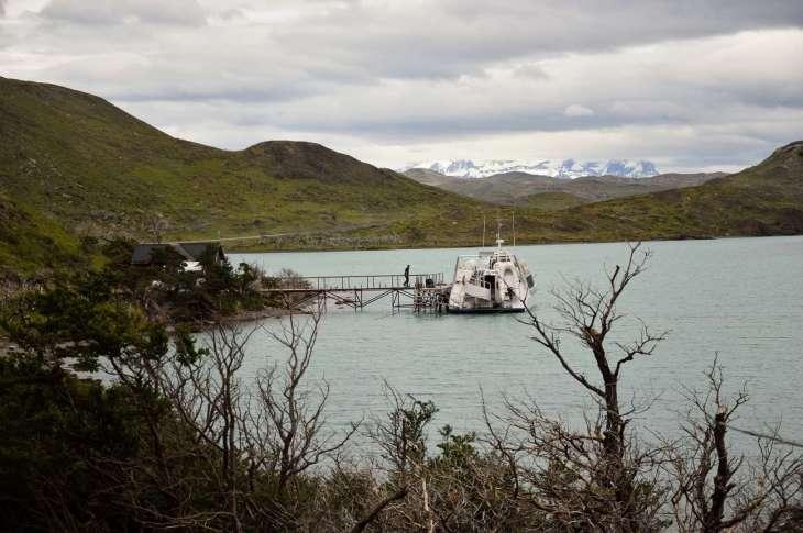 Lago Desierto, sullo sfondo la catena del Fitz Roy, Patagonia argentina