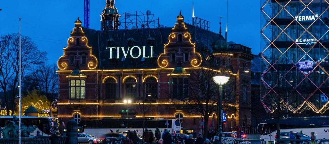 il parco Tivoli di Copenaghen a Natale con le luci