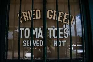 I pomodori verdi fritti si mangiano ancora al Whistle Stop Café