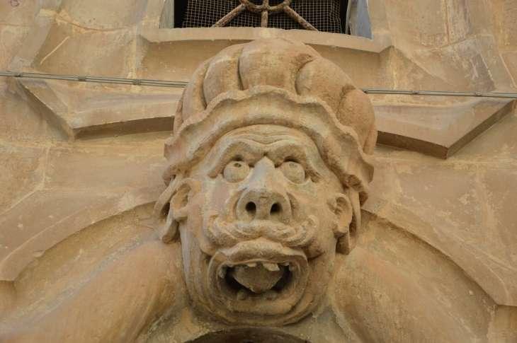 Le teste di moro ornano la facciata di Palazzo Beneventano a Scicli