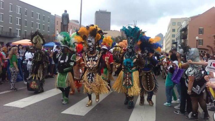 la parata degli Indians è una delle più spettacolari del Carnevale