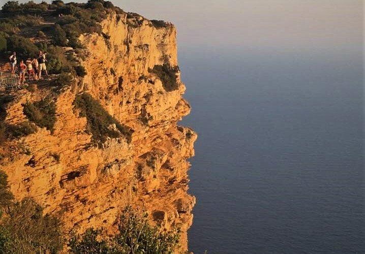 La route des crêtes attraversa le falesie del Mediterraneo