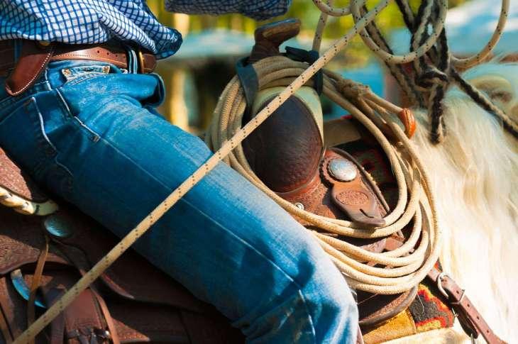 La storia dei jeans: dal porto di Genova a Hollywood