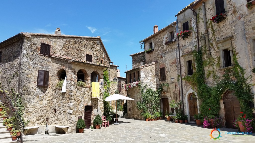 Piazza del Castello - Montemerano