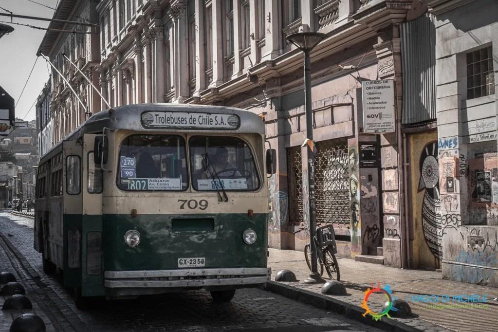 Gli autobus storici nella zona di El Plan - Valparaiso